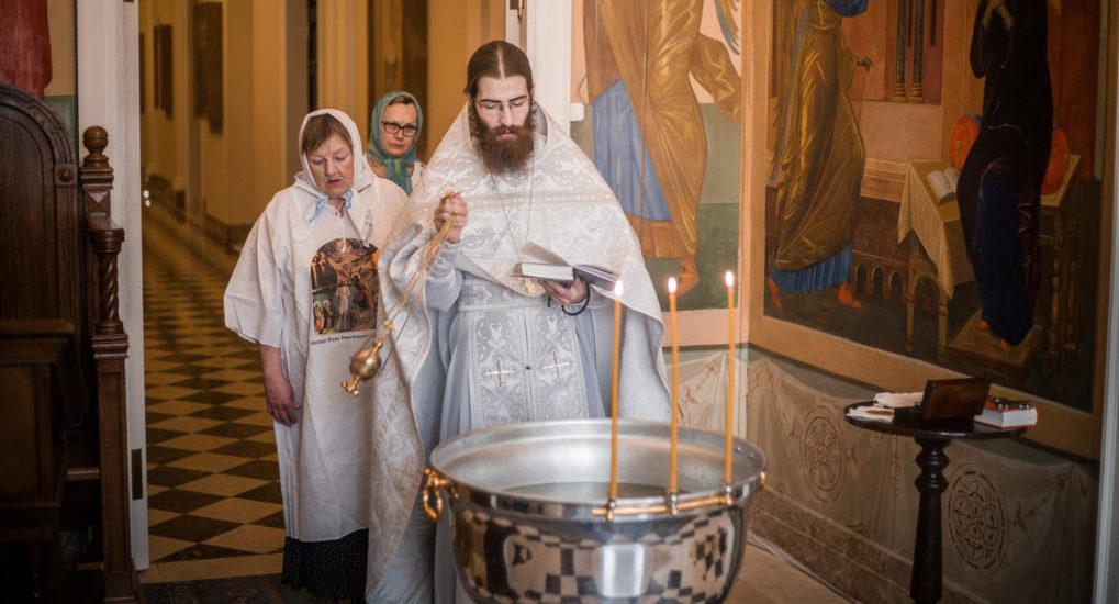 Можно ли крестить в церковные праздники