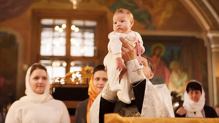 можно ли крестить ребенка в пост